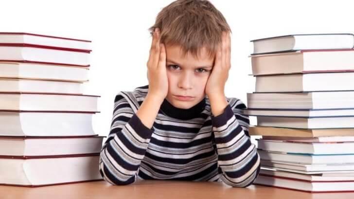 Снижение успеваемости у детей в школе (при аденоидах): что делать родителям?