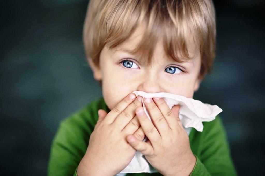 Насморк при аденоидах у ребенка: можно ли их удалять, как лечить постоянный насморк