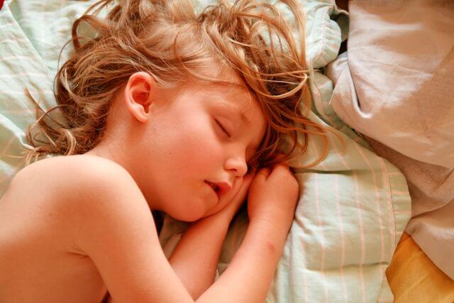 Увеличены аденоиды и ночью ребёнок храпит